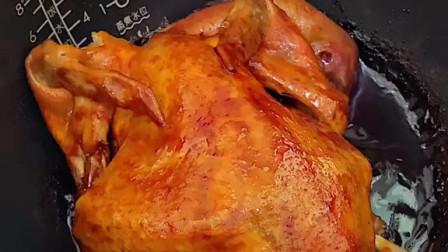 """再等几天才吃猪肉吧,咱们今晚吃""""奥尔良烤鸡"""",吃一整只鸡,满足感爆棚哇~"""
