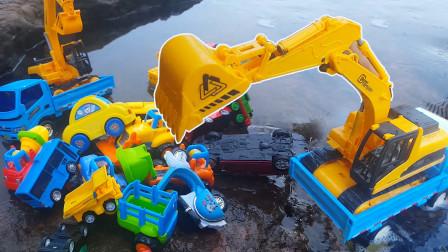 牛牛玩具镇趣味玩具故事 小巴士玩具汽车排队越过传送门到河里游泳