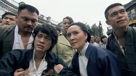 马永贞挑战日本浪人,不料对方是个高手,一脚踢的马永贞口吐鲜血
