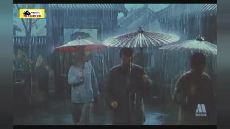 刘伯承陈毅和,淮海战役雨天自己打伞,无需警卫员帮忙,致敬不摆架子的老帅们!