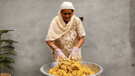 印度老奶奶开创方便面的新吃法,把它炸成丸子,受当地孩子欢迎