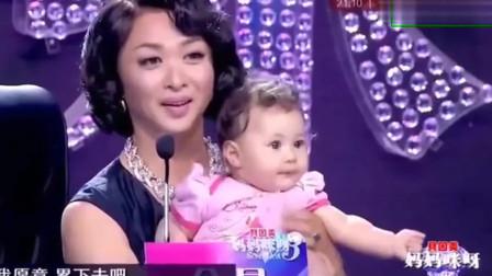 妈妈咪呀:辣妈带三个萌娃登台,评委立马被萌到,争着要抱抱!