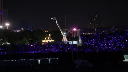歌迷没买到林俊杰演唱会门票 包下附近大摆锤升到最高处停住听歌