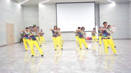 贵州六盘水凤凰快乐之舞健身队展演河口轻舞飞扬健身操6