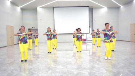 贵州六盘水凤凰快乐之舞健身队展演河口轻舞飞扬健身操11