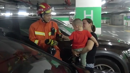 """来点正能量!可爱宝宝献热烈飞吻,""""暖化""""了消防叔叔"""