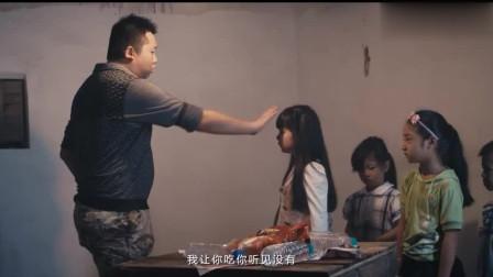 人贩子拐走小女孩,关在屋子里,被这么对待!