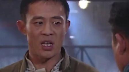 大染坊:员工们抬硫酸没抬好,惹怒六哥暴打员工,真是暴脾气呀