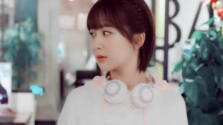《亲爱》电竞装VS日常妆, 韩商言吴白酷炫, 却被佟年萌到
