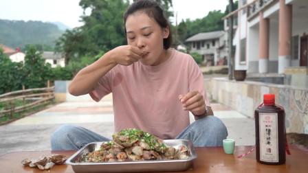 秋妹今天做了蒜蓉花甲,好吃到舔壳,一次炒四斤,吃得真过瘾