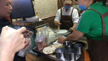南宁最有名的梅菜扣肉饼,一份只卖6块钱,一开门就排长队
