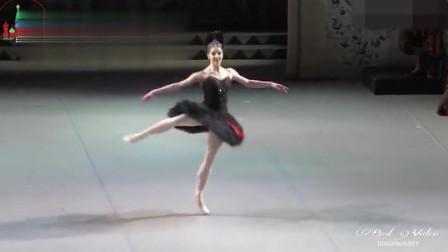 """别眨眼!""""黑天鹅""""的32个挥鞭转,芭蕾剧《天鹅湖》经典一幕"""