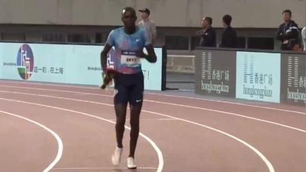 800米冠军就是他,战斗即使结束,他也不知疲倦