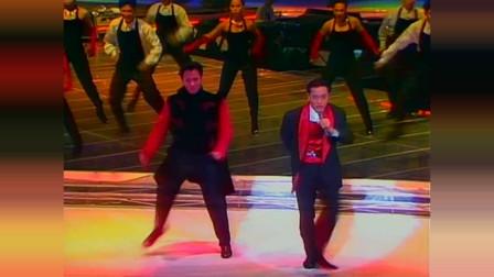 张国荣演唱会,演唱《侧面》,狂热地跳舞