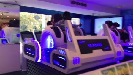 【7岁半】11-3哈哈跟小伙伴一起玩VR模拟游戏IMG_9180.MOV