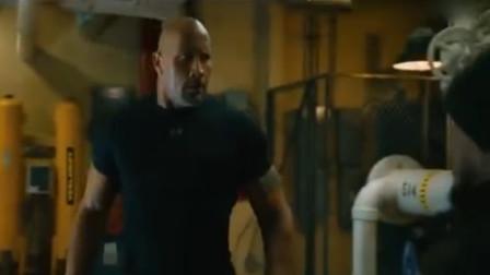 速度与激情:竟敢挑战巨石强森,踢一脚没反应,可他下一秒悲剧了!