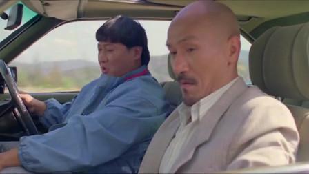 洪金宝和麦嘉扮劫匪,抢了真劫匪一辆车,把劫匪气坏了