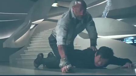 当今好莱坞硬汉的代表巨石强森 这动作电影真的是简单粗暴有尿性 !