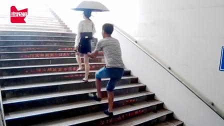 江西一男子尾随女性撩裙子偷拍当场被抓:手机存3000条偷拍视频