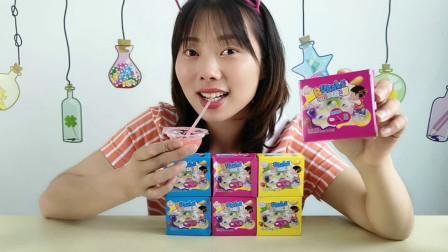 """美食拆箱:小姐姐吃""""超级拉泡糖"""",吹泡拉丝真有趣,边吃边玩"""