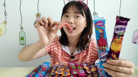 """美食拆箱吃""""怪好吃软糖"""",多彩糖果扭着玩,酸甜果味有嚼劲"""
