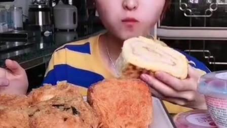 美女吃播芝士瀑布披萨、乾隆酥饼、爆浆虎皮、金丝肉松卷