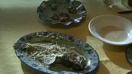 红烧翅 蒸一条斑鱼 半只炸子鸡 一碗白米饭 这波操作把人看馋了