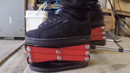 国外小哥在鞋上安装弹簧,结果走路都不稳,这能算成功吗