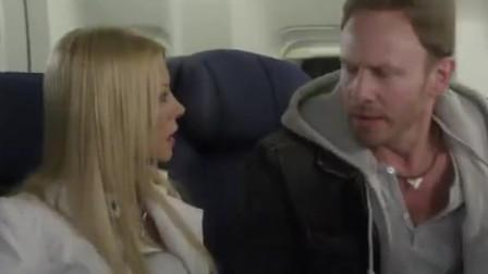 男子在飞机机翼上看到了鲨鱼,大家以为他是个疯子