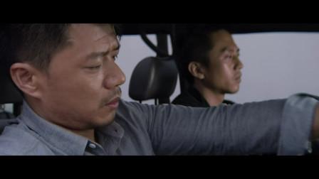 出租车司机英雄救美,完事后潇洒离去,美女动心了
