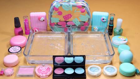 淡粉色化妆品、彩泥、亮粉+淡蓝色指甲油、口红+水晶泥,混合史莱姆
