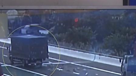 都市晚高峰 2019 辽宁丹东:男子醉驾撞护栏  顶栏杆逃跑连刮3车