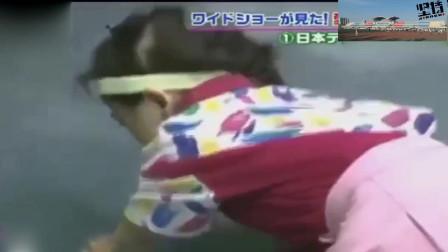 四岁福原爱接了中国教练1000球后,趴在地上哭鼻子,从小就很可爱