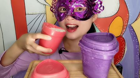 """小姐姐吃""""创意酸奶杯巧克力"""",美味酸奶装满杯,边喝边吃超开心"""