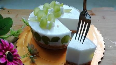 青提酸奶慕斯蛋糕,不用烤箱就能做,冰凉丝滑,特别好吃