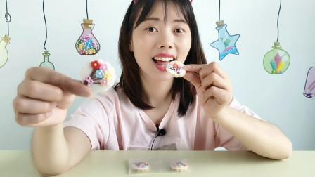"""美食拆箱:妹子吃""""花束饼干"""",迷你精致又好看,酥脆口感好喜欢"""