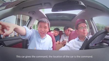 阿里巴巴CEO张勇载着马云和王坚博士试智能车