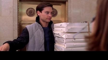 蜘蛛侠:彼得为了工作,直接变身成蜘蛛侠送披萨,路人都看傻了