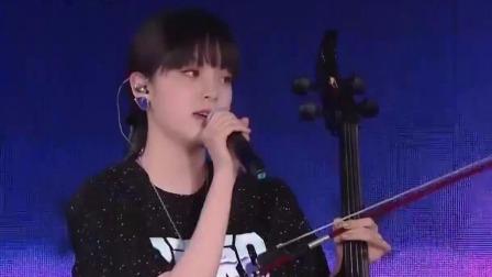 欧阳娜娜展示不一样的自己,甜美风慵懒酷炫风上线 极限挑战 第五季 20190804
