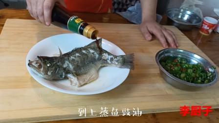鲈鱼怎么做好吃?厨师叫你双椒鲈鱼的做法,大人小孩超爱吃