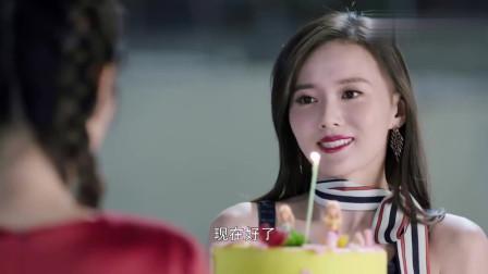 漂亮姐姐给妹妹买的生日蛋糕,来给妹妹过生日,画面好温馨!