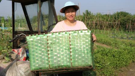 农村妹孤身打拼,干活时一首《打工真受气》唱出农民工辛酸