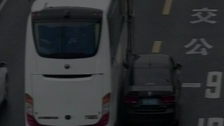 农展桥 南向北 大客车与小客车事故