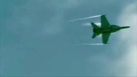"""战斗机超音速飞行产生""""音爆"""",地面上无数人发出尖叫呐喊,非常兴奋的样子"""
