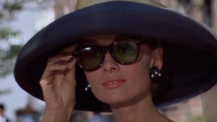 蒂凡尼的早餐:奥黛丽赫本,见到一个比自己还漂亮的女人,看傻了