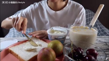 今日份: 玉米马蹄燕麦(无糖)粥+芝士全麦面包+车厘子+三华李子