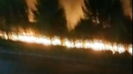 河南郑州:一小吃街着火 瞬间火光冲天