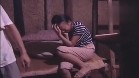 农村两姐妹被光棍拐,关在地窖中,为了能吃上饭只好乖乖听话