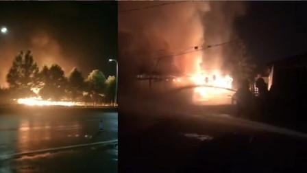 郑州夜市一小吃街整条街着火,目击者:还有煤气罐爆炸的声音!