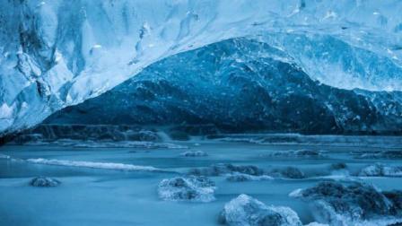 地球深处的蓝色让我的灵魂也变得透明